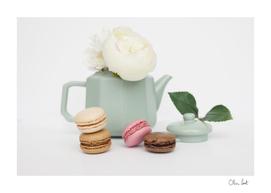 White tea and macaroons