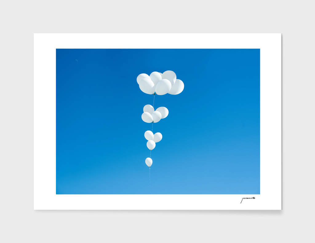 Saudade (White balloons)