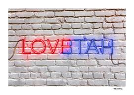 LOVE – HATE – Neon