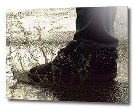 Shoe splash water