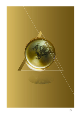Triangular Entangled Moon Gold