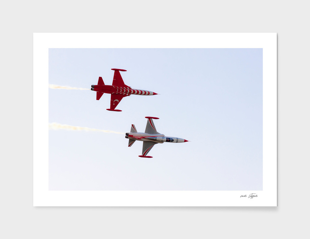 Turkish acrobatic aviation squadron performing.
