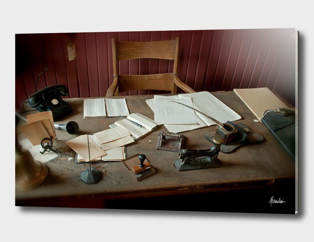 130126I Desk scene