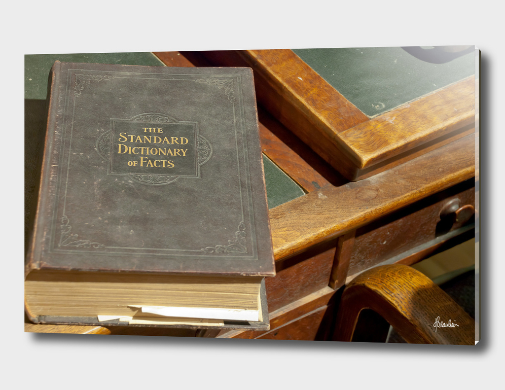 130814C Dictionary of Facts, desk