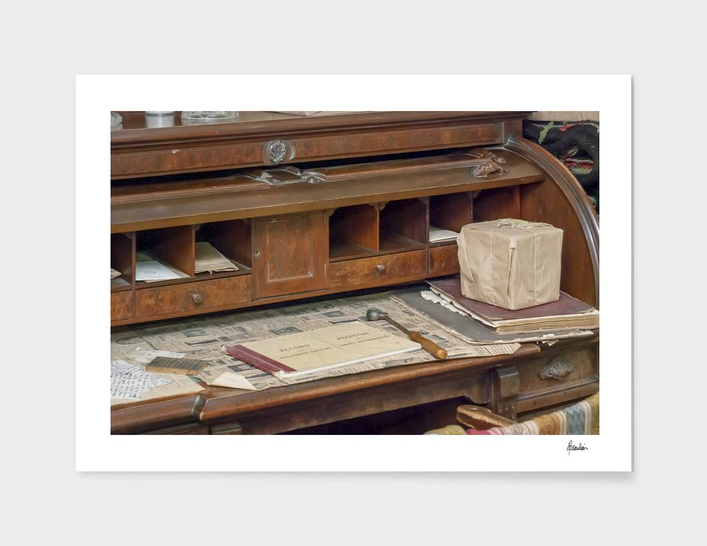 150912ZM Desk scene 2