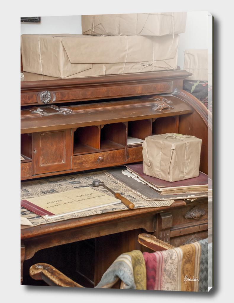 150912ZM Desk scene 3