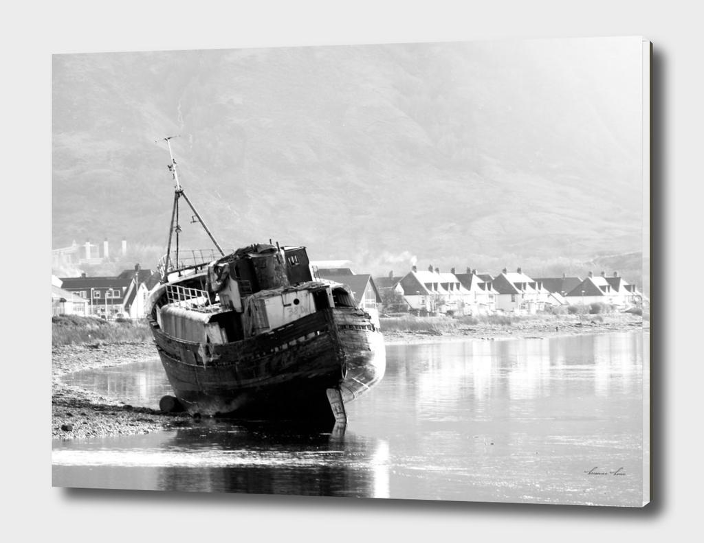 Shipwrecked - b/w