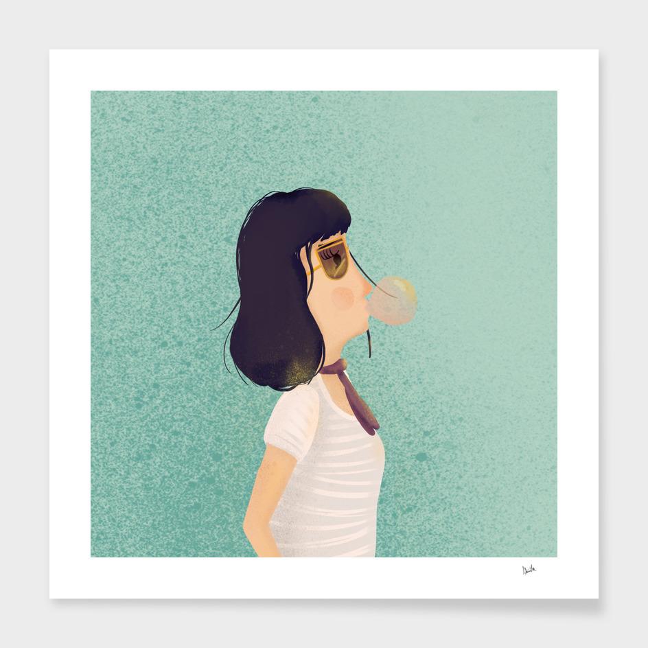 Chica con goma de mascar