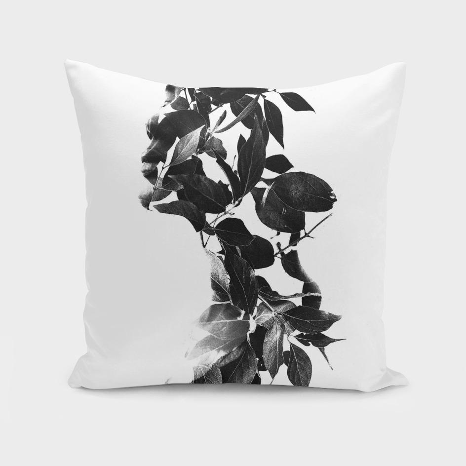 maria bloom black and white