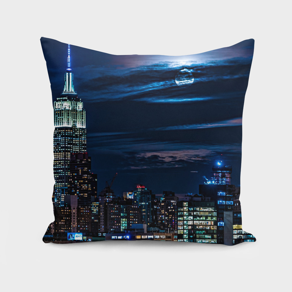 Super Blue Moon Rising Over Manhattan