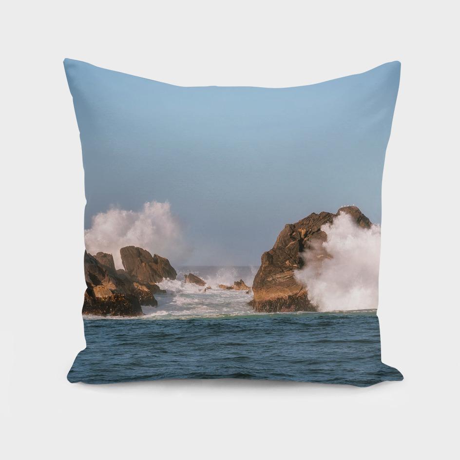 Big Waves smashing on the rocks at Milford Sound