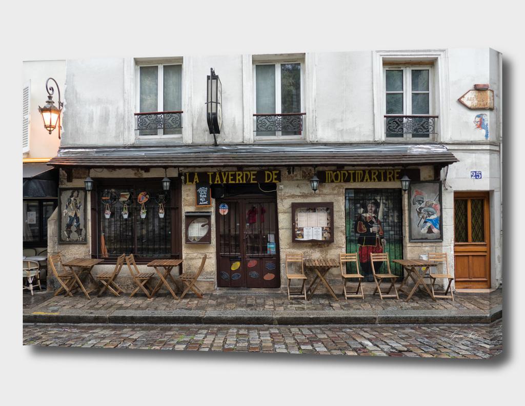 Bar in Montmartre Paris