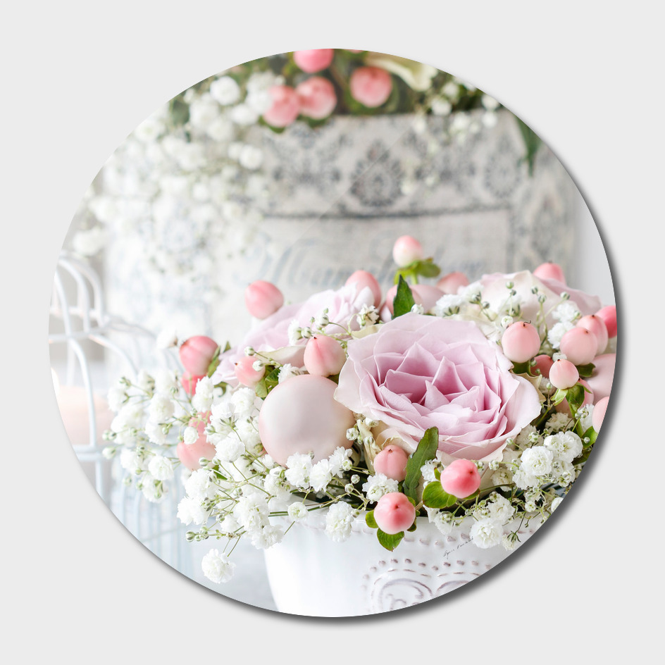 Decoration with pink roses.