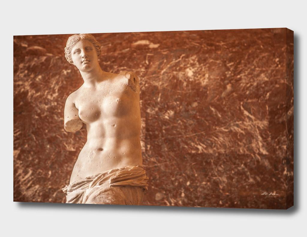 Venera in Louvre Sculpture Hall.
