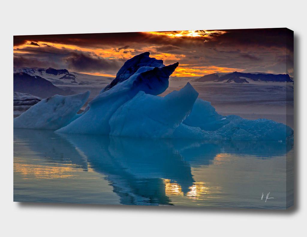 Sunset over the glacier laguna
