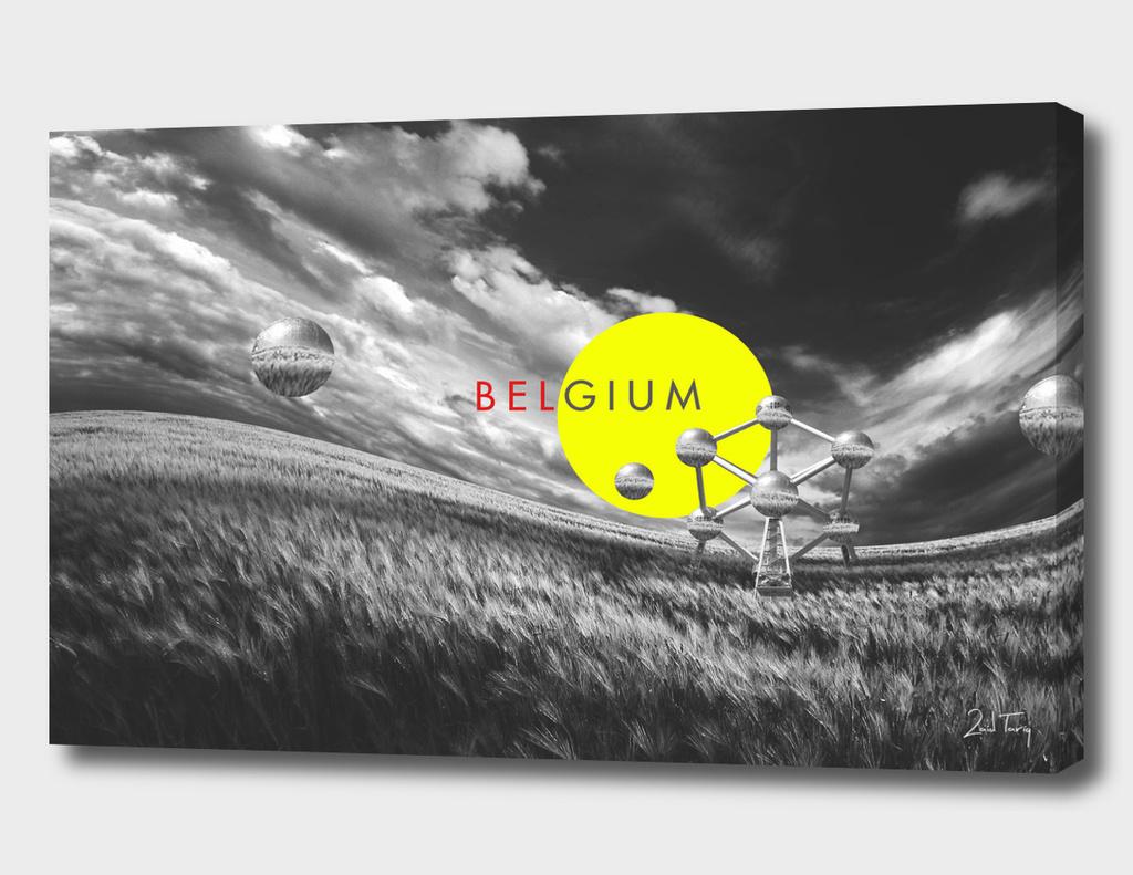 Atomium b/w