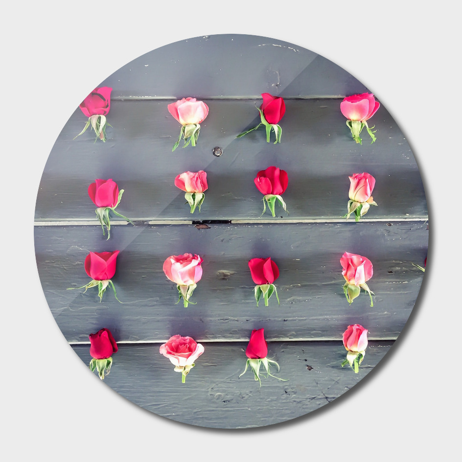 pink and red roses on the wooden table