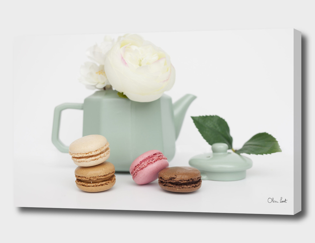White tea and macaroons