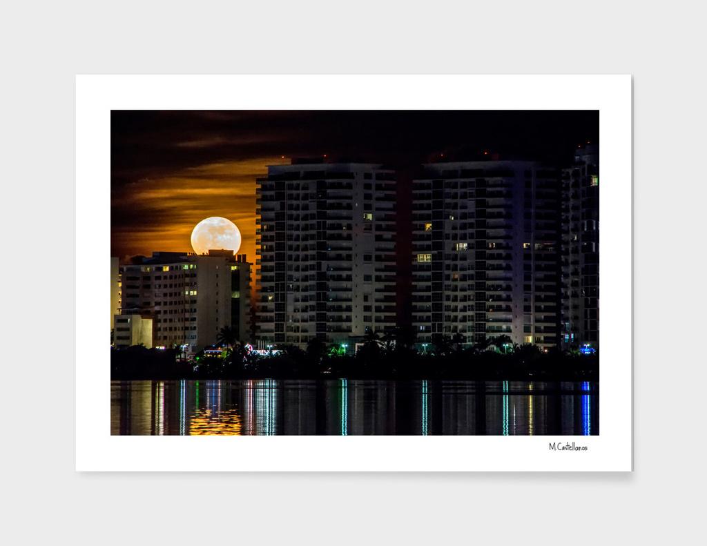 Full moon. Cancun, Mexico