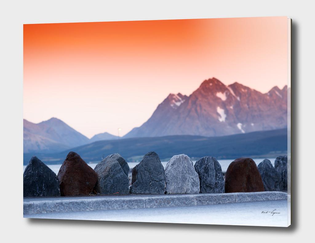 Scandinavian dramatic rock stones