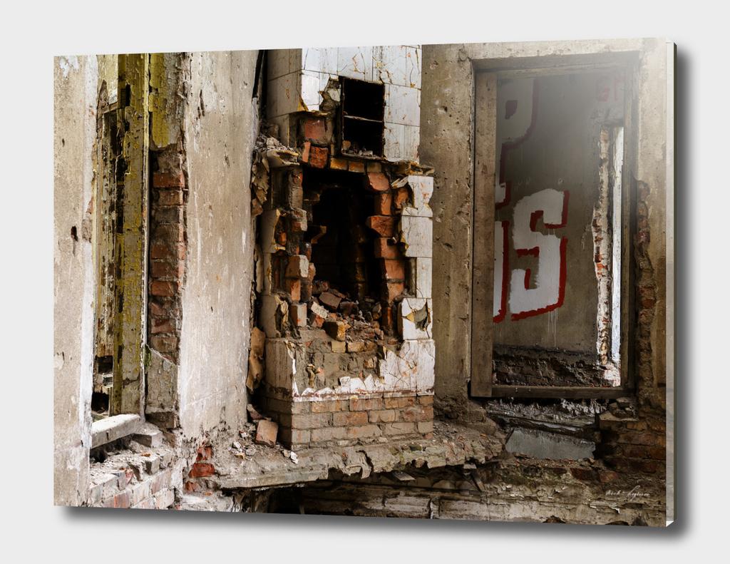 Abandoned horror floor